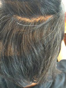 内側も髪が大きくうねってます