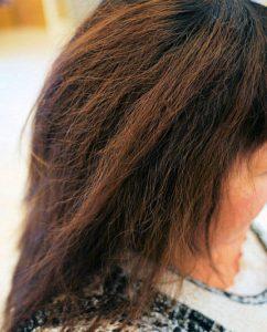 繰り返す縮毛矯正でボロボロの髪(もちろん当店ではありませんよ!)繰り返す縮毛矯正でボロボロの髪(もちろん当店ではありませんよ!)
