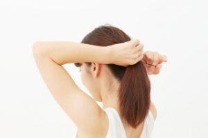 髪の毛を結ぶと髪は傷む?