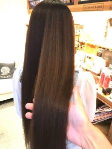 ロングヘアの縮毛矯正 でツヤ髪に