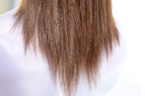 水分がない傷みやすい髪の毛の状態