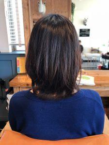 縮毛矯正をした髪にパーマをかけイメチェン